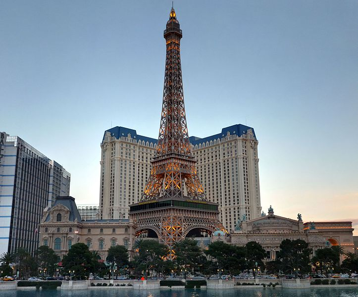 Eiffel_Tower_in_Las_Vegas_-_panoramio